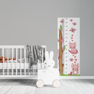 Régua de Crescimento Infantil - Coelhinho Rosa Vinil 0,010mm - Autocolante Sob medida Impressão Digital Fosco - Liso Tamanho de 155cm por 55cm Todas as Imagens são MERAMENTE ILUSTRATIVAS.