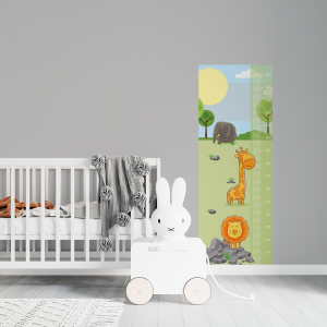 Régua de Crescimento Infantil - Giraffa e Leão Vinil 0,010mm - Autocolante Sob medida Impressão Digital Fosco - Liso Tamanho de 155cm por 55cm Todas as Imagens são MERAMENTE ILUSTRATIVAS.