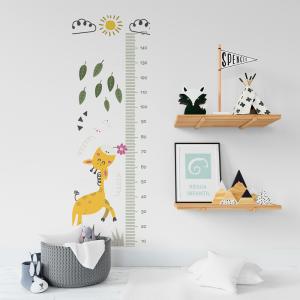Régua de Crescimento Infantil - Passeio da Girafa Md.1 Vinil 0,010mm - Autocolante Sob medida Impressão Digital Fosco - Liso Tamanho de 155cm por 55cm Todas as Imagens são MERAMENTE ILUSTRATIVAS.